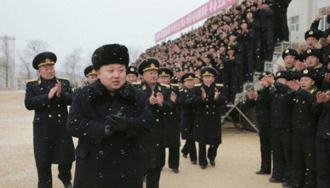Putins uzaicinājis Kimu Čenunu uz 9. maija svinībām Maskavā