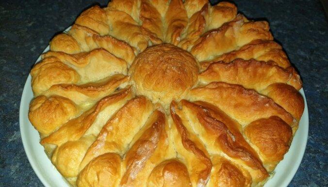 Krievu ābolkūka jeb pelmeņu pīrāgs