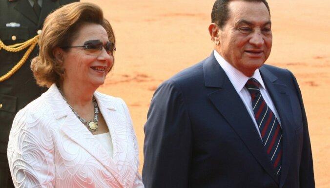 Mubaraka sieva atsakās no saviem īpašumiem par labu valstij