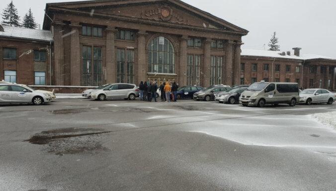 Группа недовольных рижских таксистов объявляет