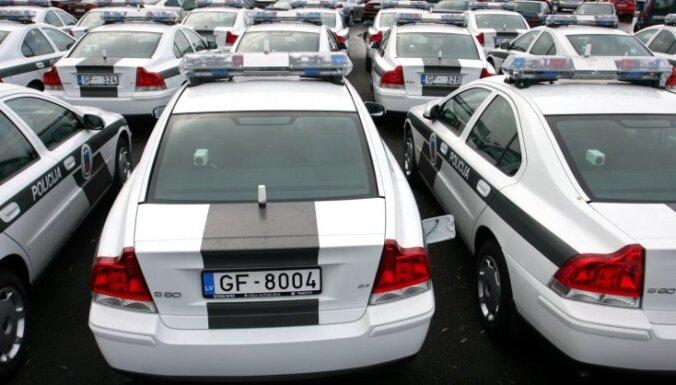 Эстонская автошкола учит латвийскую полицию ездить с проблесковыми маячками