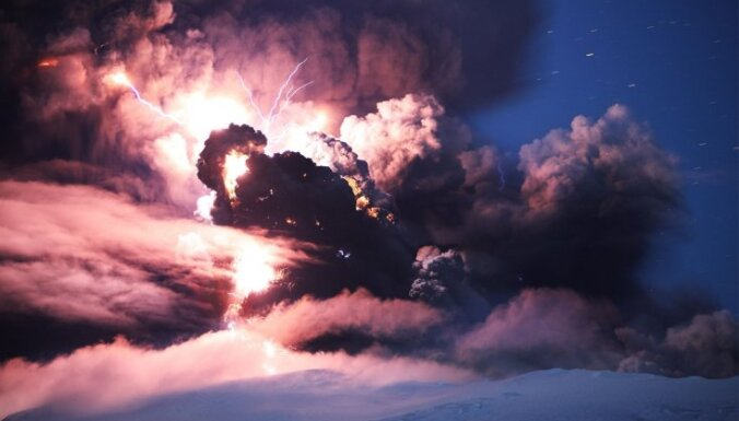 Kad sastopas divas stihijas - vulkāns un zibens