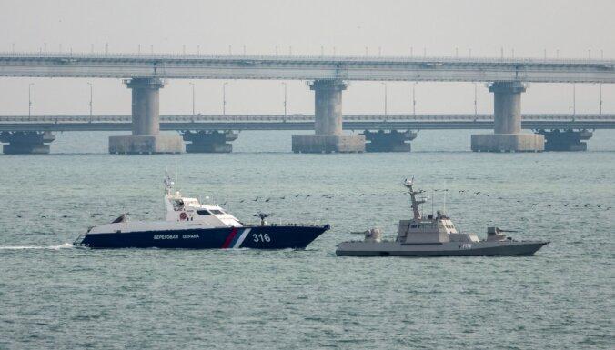 Krievija nodevusi Ukrainai sagrābtos karakuģus
