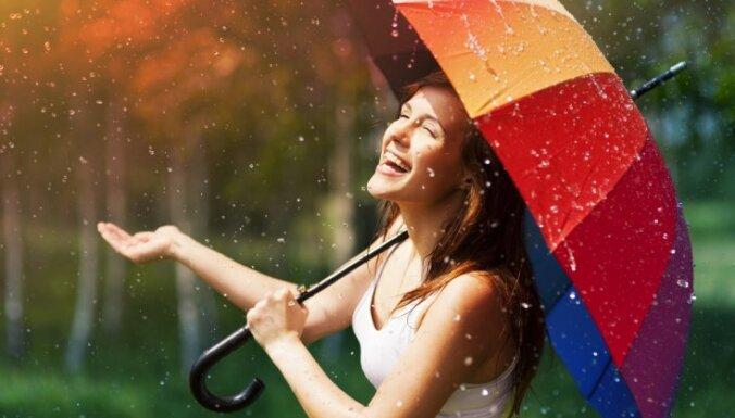 Pētījums: labsajūtu ietekmē dienas ilgums, nevis lietus vai mākoņi