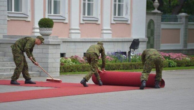 ФОТО: В ожидании Обамы эстонские саперы проверяют мусорные ящики