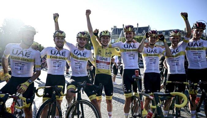 Pogačars triumfē 'Tour de France'; van Ārts liedz Kavendišam kļūt par vienīgo rekordistu