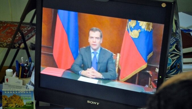 Medvedevs mudina izveidot no valsts un īpašniekiem neatkarīgu TV