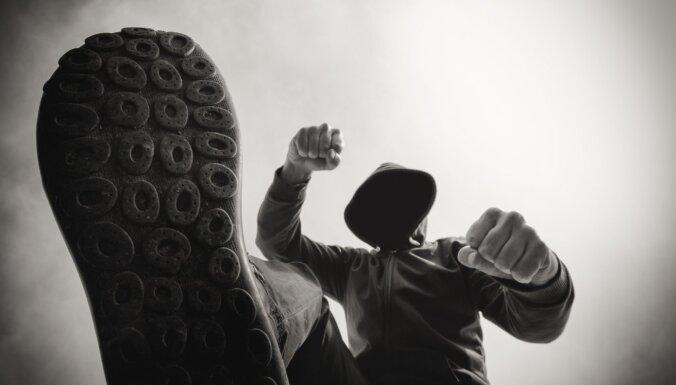 Нападение на таксиста и полицейского: задержанному грозит срок