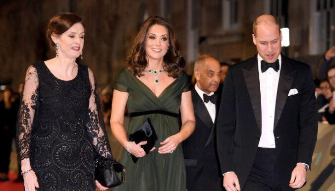 Hercogiene zaļā: nosodījumu izpelnās Katrīnas kleita