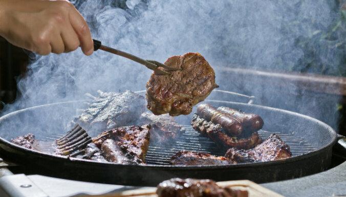 Septiņi padomi, kā uzcept sulīgu gaļu uz lēta un vienkārša grila
