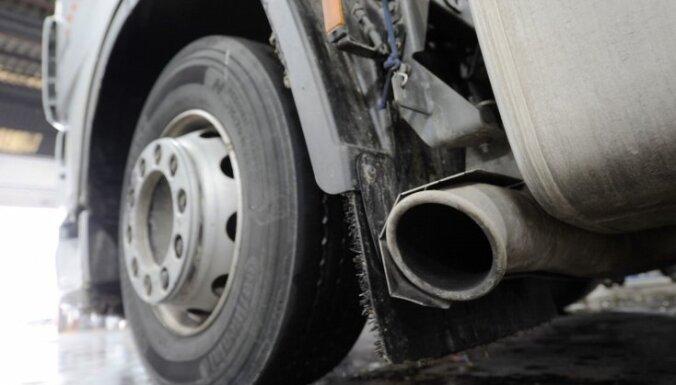 Apgāžoties kravas automašīnai, Stopiņu novadā gājis bojā tās vadītājs