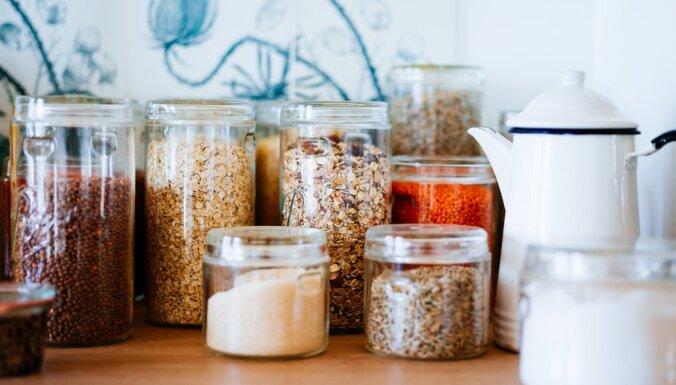 Pārtikas kodes miltos un vecas sinepju burciņas jeb pārskati krājumus virtuvē