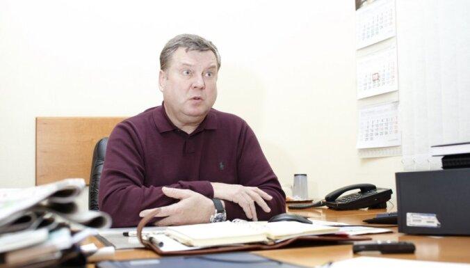 Raidījums: Urbanovičs vēstures grāmatā noliedz Latvijas okupāciju