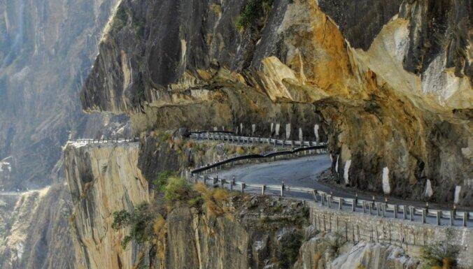 Astoņi bīstami un ainaviski ceļi pasaulē, kuri garantēs asas izjūtas