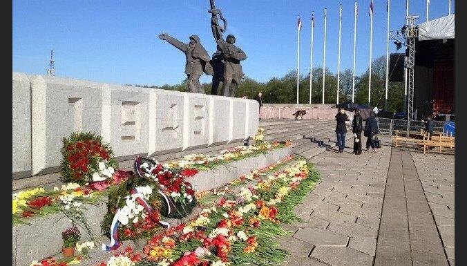"""Латвиец заявил """"эксклюзивные права на мероприятия 16 марта и 9 мая"""": грозит Риге судом"""