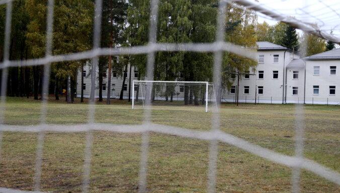В центре размещения беженцев в Муцениеки содержатся 384 человека, 105 из них — дети
