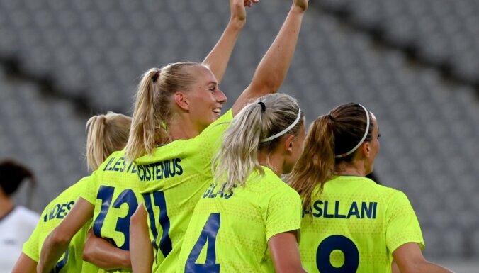 Zviedrijas futbolistes olimpisko spēļu ievadā pārliecinoši pārspēj ASV izlasi