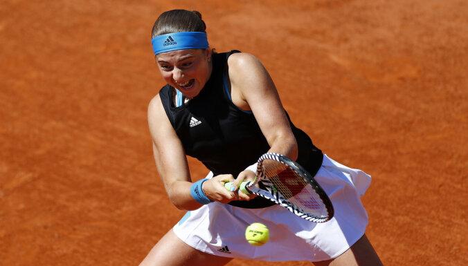 Ostapenko iekļūst 'French Open' dubultspēļu sacensību otrajā kārtā