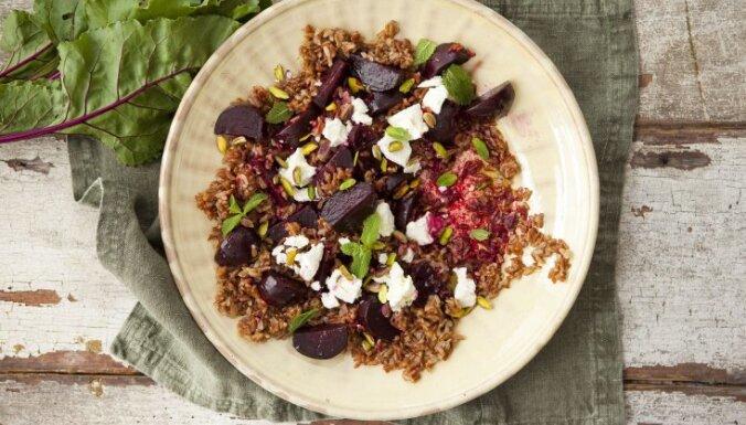 Biešu un sarkano rīsu salāti ar piparmētrām