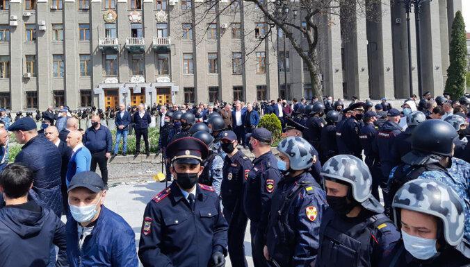 Россия: участники акции протеста против самоизоляции получили до 15 суток