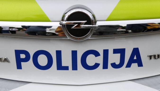 """Новый вид полицейских машин: добавлен латышский орнамент; каждое авто """"раскрасят"""" за 400 евро"""