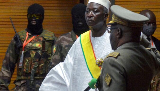 Mali armija aizturējusi prezidentu un premjeru