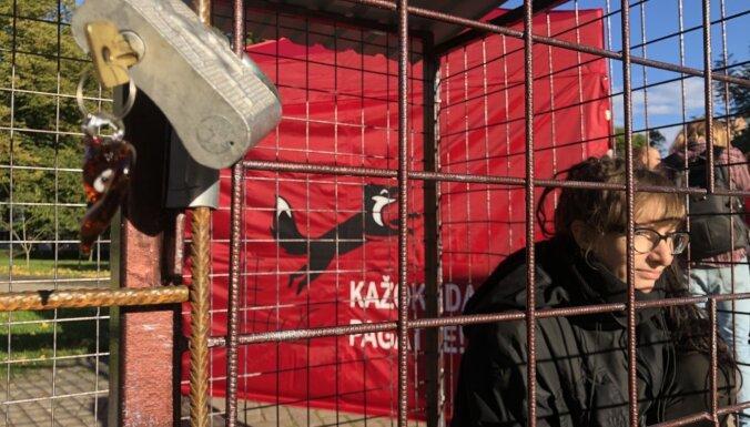 'Dzīvnieku brīvība' cer uz kažokzvēru audzēšanas aizliegumu; sabotieri iztraucē akciju