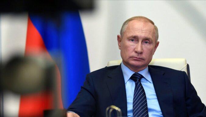 Situāciju Baltkrievijā ar Putinu apspriedis Mišels un Merkele