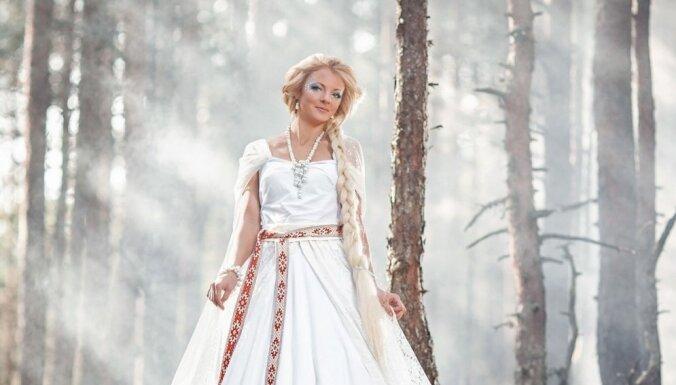 Mūžīgo pretmetu pasaule – tapis latviešu fotoprojekts 'Laimdota un Spīdala'