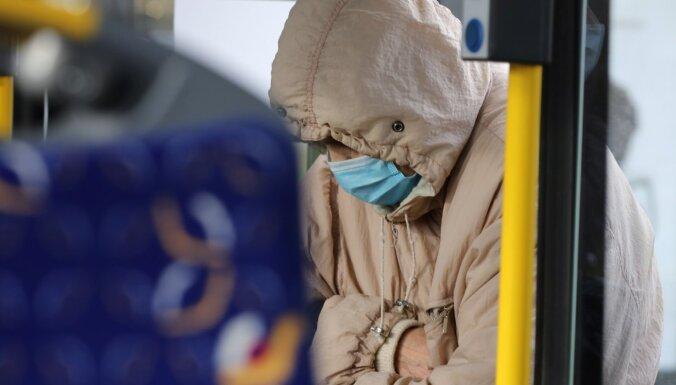 Covid-19 saslimšana Latvijā pieaug teju visās vecuma grupās, secina SPKC