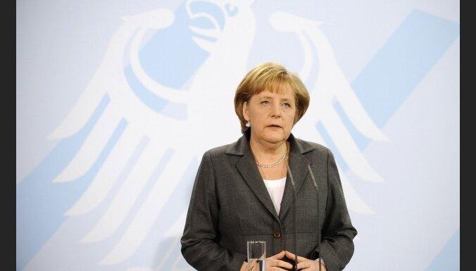Merkele: eiro pārdzīvo grūtus laikus Grieķijas krīzes dēļ