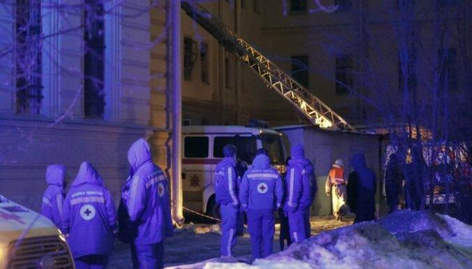 Sanktpēterburgā lekciju laikā iebrucis universitātes jumts iesprosto studentus; cietušo nav