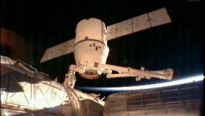 Российские космонавты полетят к МКС на кораблях SpaceX