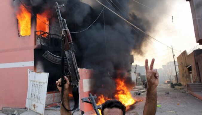 Video: Al Asadam lojāli spēki par spīti Turcijas draudiem ieiet Afrīnā