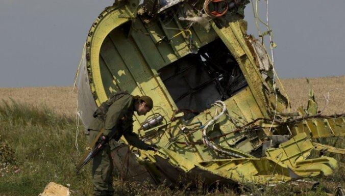 Viens no MH17 pasažieriem paspējis uzvilkt skābekļa masku, paziņo ministrs