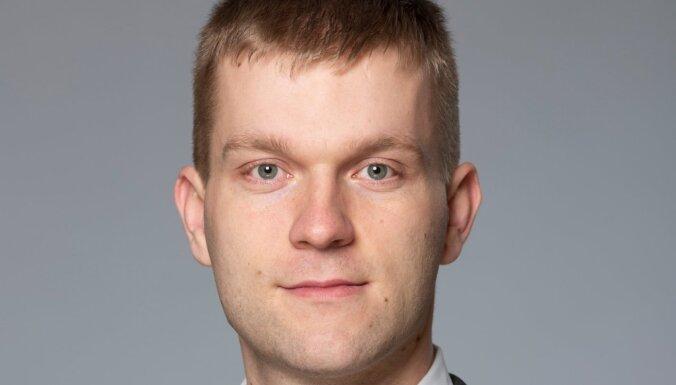 Pucena palīgs Petriks noliedz līguma slēgšanu par deputāta reklamēšanu 'Facebook'