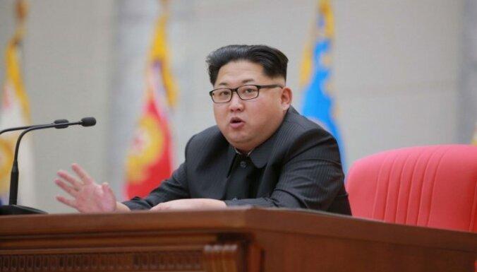 Ziemeļkoreja turpina 'mētāties' ar draudiem; sola nogremdēt ASV aviācijas bāzes kuģi