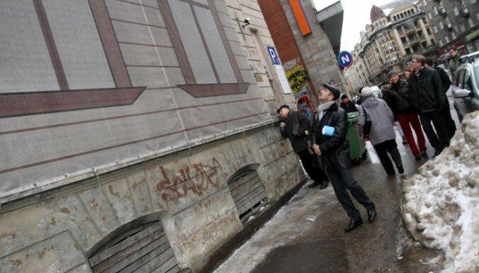 Foto: Nojauks trīs bēdīgi slavenus Rīgas graustus, tostarp divus centrā