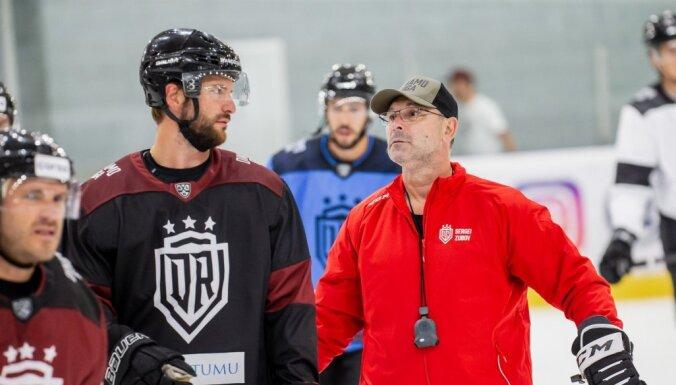 Foto: Rīgas 'Dinamo' 36 hokejistu sastāvā sāk gatavošanos 14. sezonai