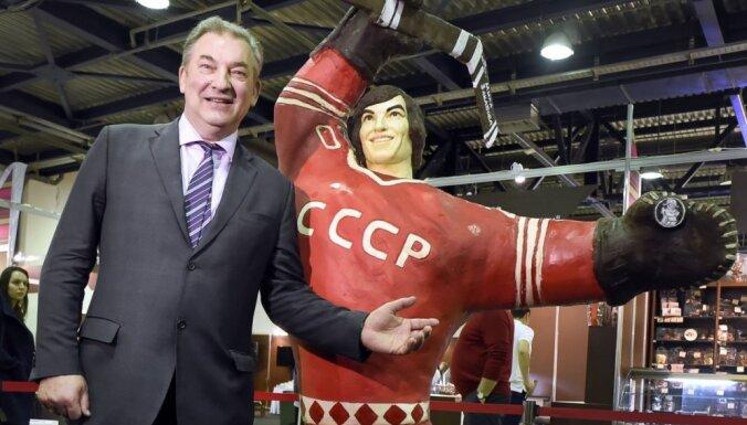 Foto: Krievijā izveido leģendārā vārtsarga Tretjaka šokolādes skulptūru