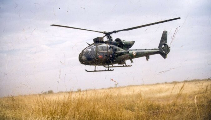 Francijā nogāžas divi militārie helikopteri 'Gazelle'