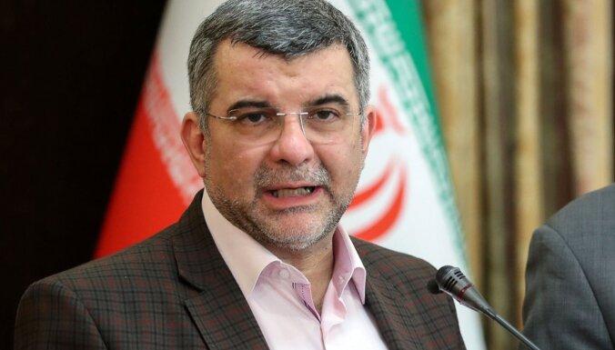 Video: Ar koronavīrusu inficētais Irānas veselības ministra vietnieks klepo preses konferencē