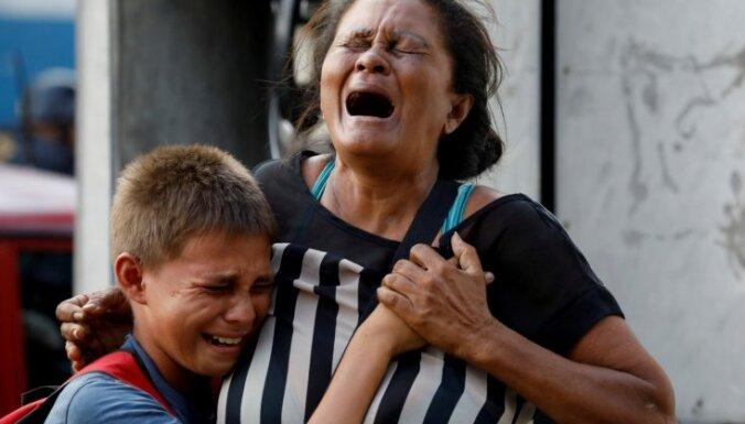 Izmaksās kompensācijas Venecuēlas cietuma ugunsgrēkā 68 bojāgājušo radiniekiem