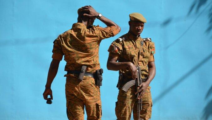 Uzbrukumā kalnrūpniecības firmas konvojam Burkinafaso nogalināti 37 cilvēki