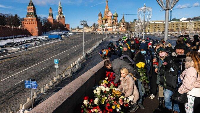 Foto: Krievijā norisinās Ņemcova piemiņas pasākumi