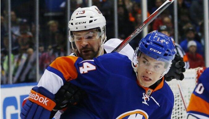 Daugaviņš un 'Senators' pēcspēles metienos zaudē 'Islanders'