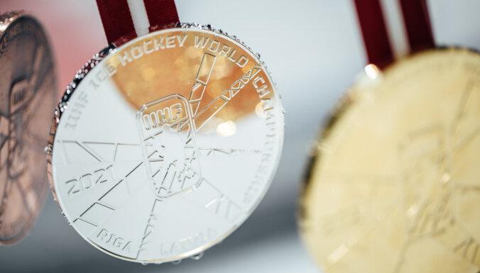 ВИДЕО: Как чеканились медали рижского чемпионата мира весом почти полкилограмма
