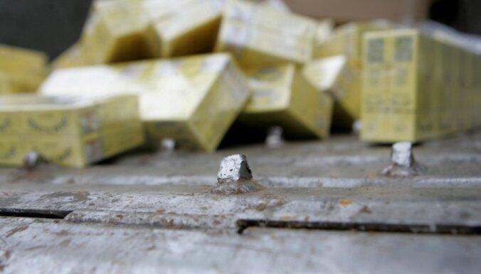 Pie kontrabandistiem atrod 100 kastes ar nelegāliem smēķiem