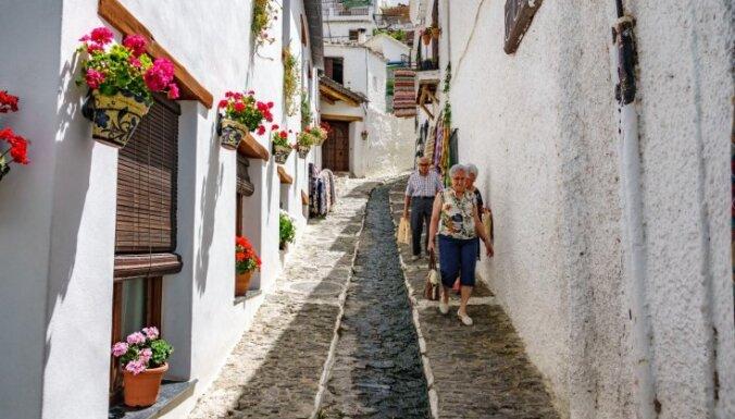 Жителям Испании разрешат выходить на прогулки и заниматься спортом на улице