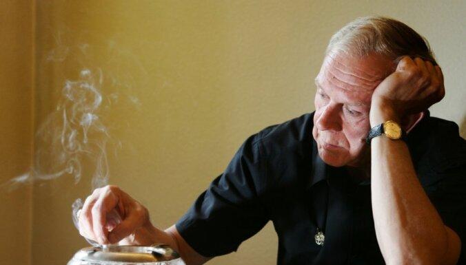"""В пользу жертвы из книги """"Маньяк"""" с адвоката Грутупса взыщут 4 000 Ls"""